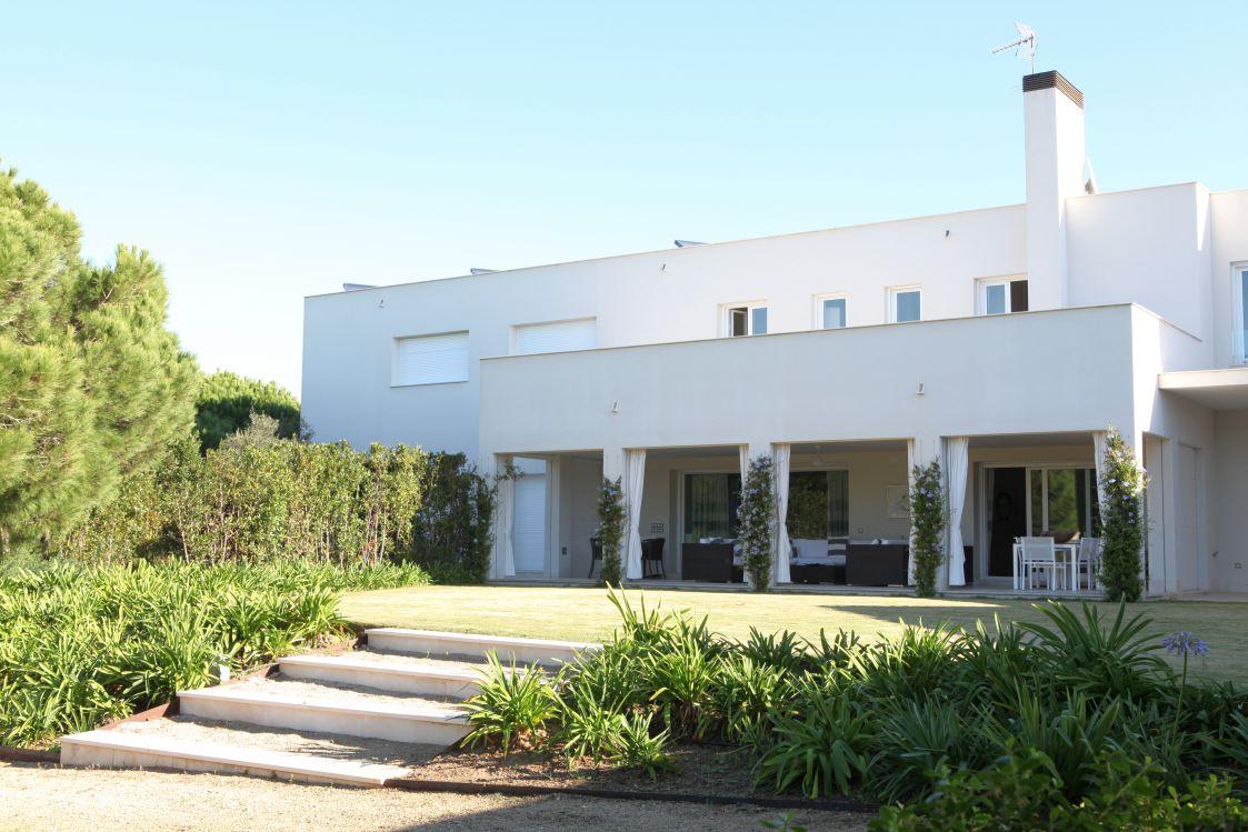 Vivienda con piscina y jardin en Parcelas del Golf, 89 – Novo Sancti ...