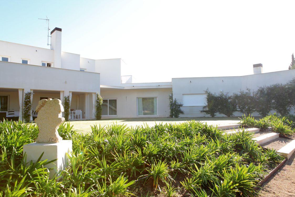 Vivienda con piscina y jardin en parcelas del golf 89 - Piscinas con jardin ...