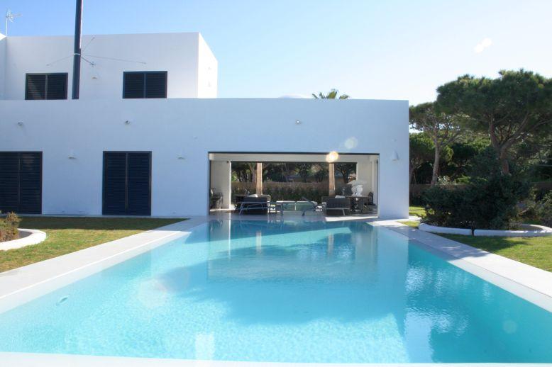 Vivienda con garaje y piscina en avda francia 8 urb for Casa en conil con piscina